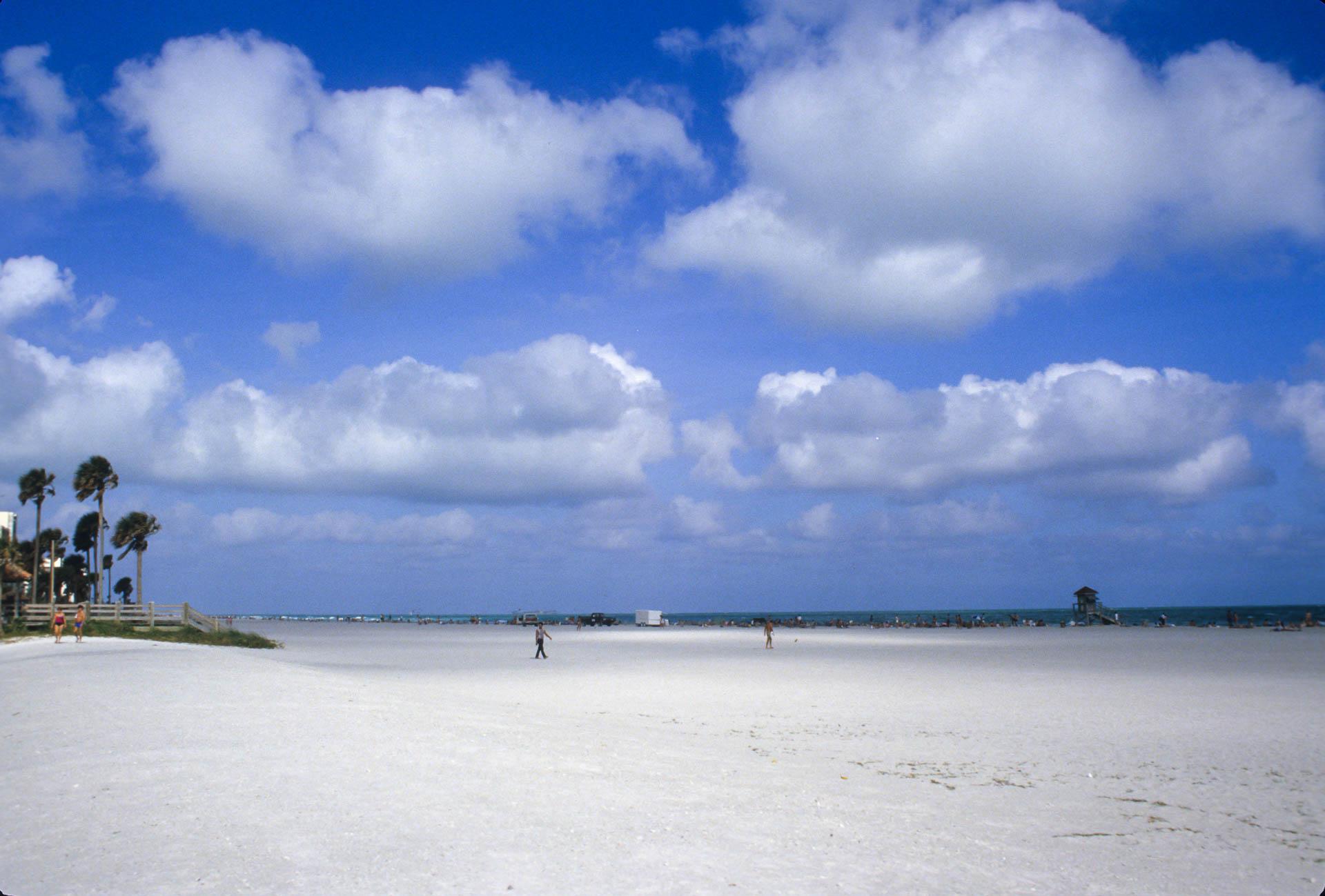 Miami Beach, just before Christmas. Warm air, warm sand :-)
