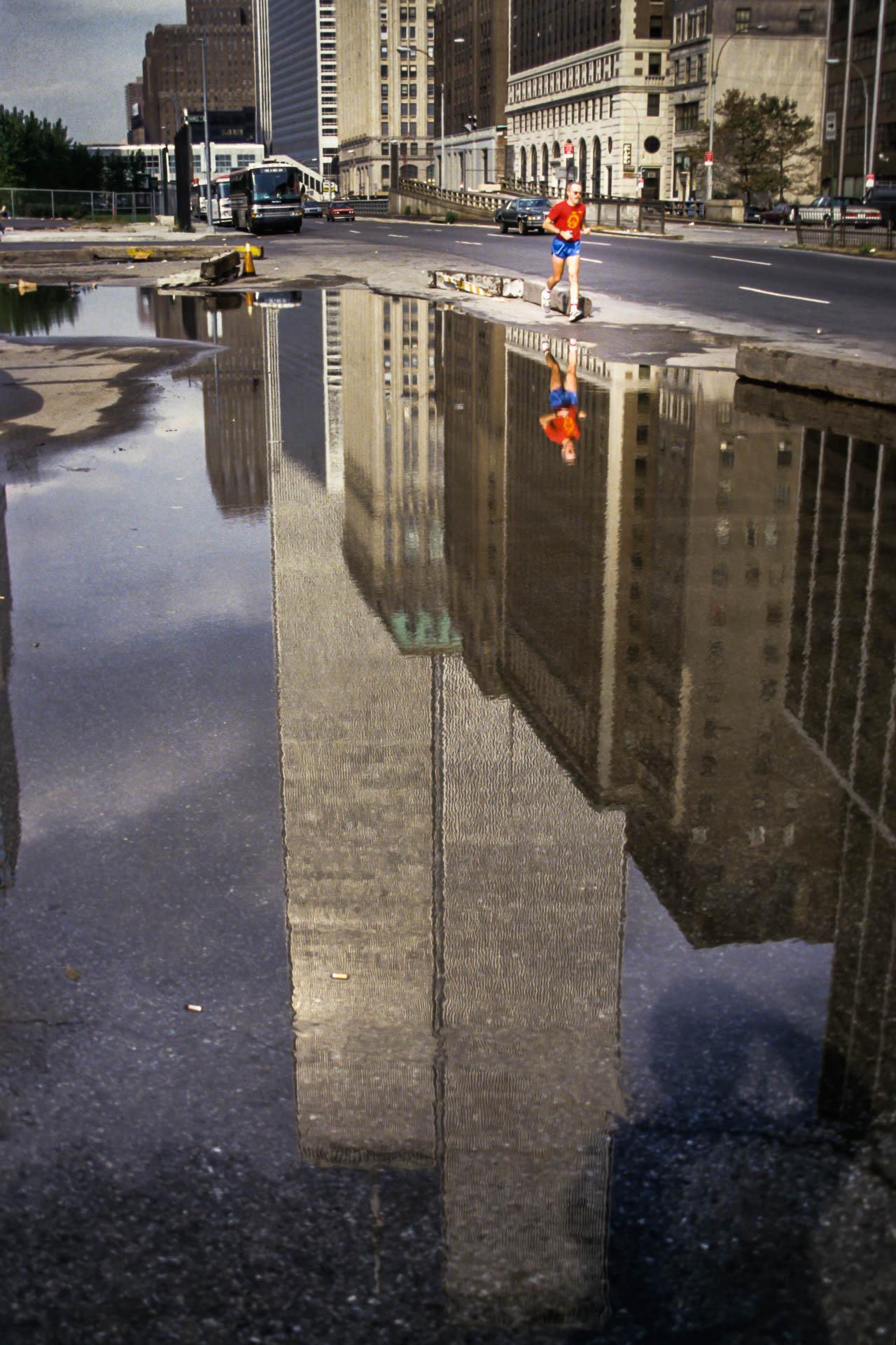 Running with Giants • Courir parmi les géants – New York City, street portrait, 1987